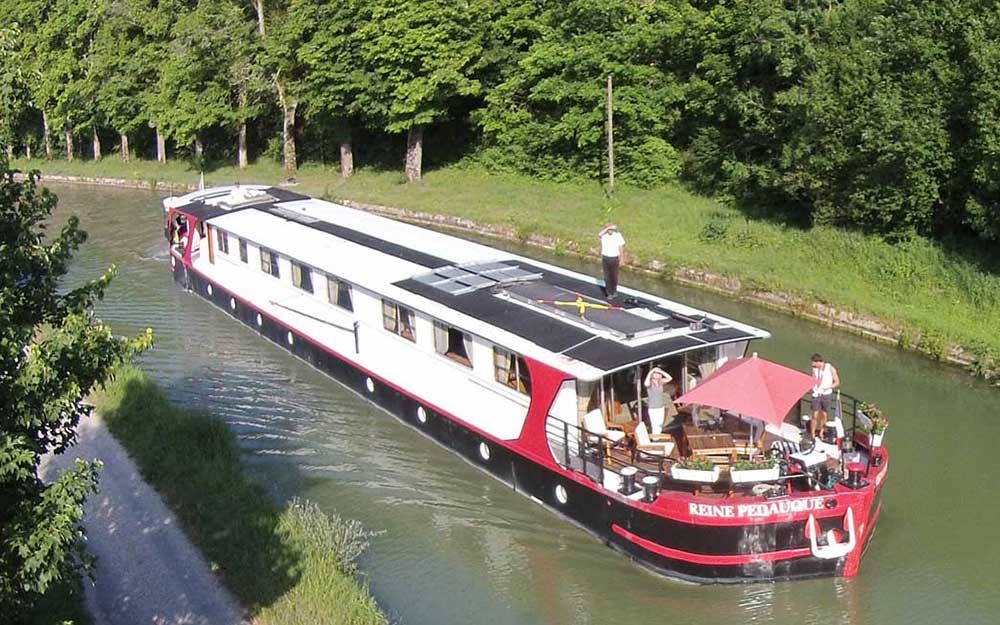 Cruising with La Reine Pedauque on the Burgundy canal