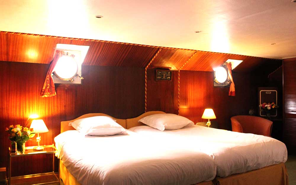 Royal Suite on board La Reine Pedauque